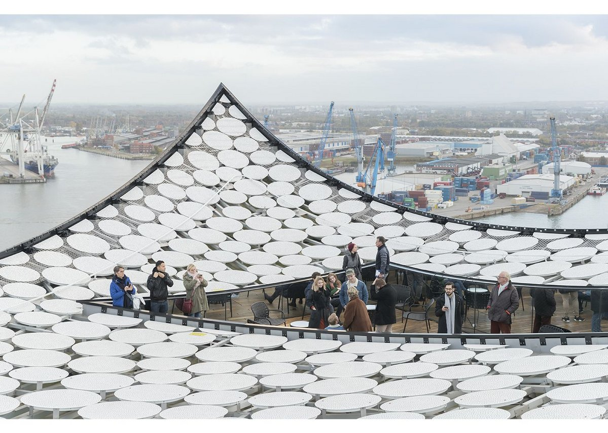 5,800 perforated aluminium plates make up the concave surface of the Elbphilharmonie's roof. The roof terrace from the private reception area feels enclosed, despite the exposure.