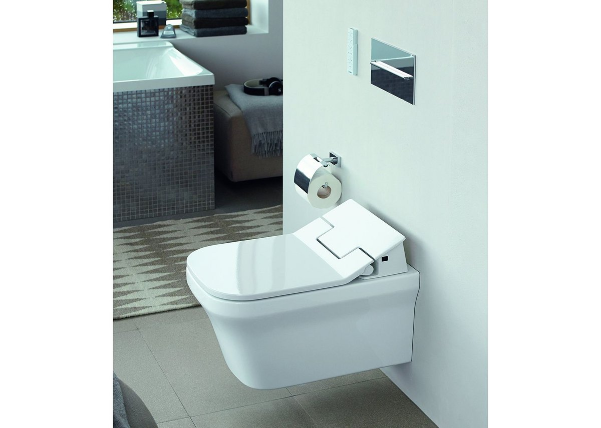 P3 Comforts wall-mounted WC (Rimless with HygieneGlaze and SensoWash Slim).