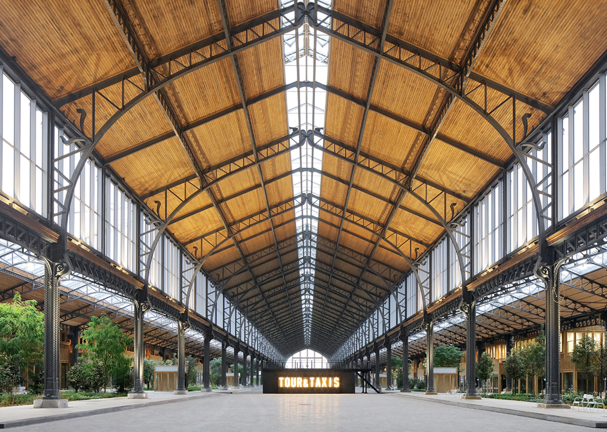 The architect has created small alleys, larger streets and even public squares beneath the original oversailing roof.