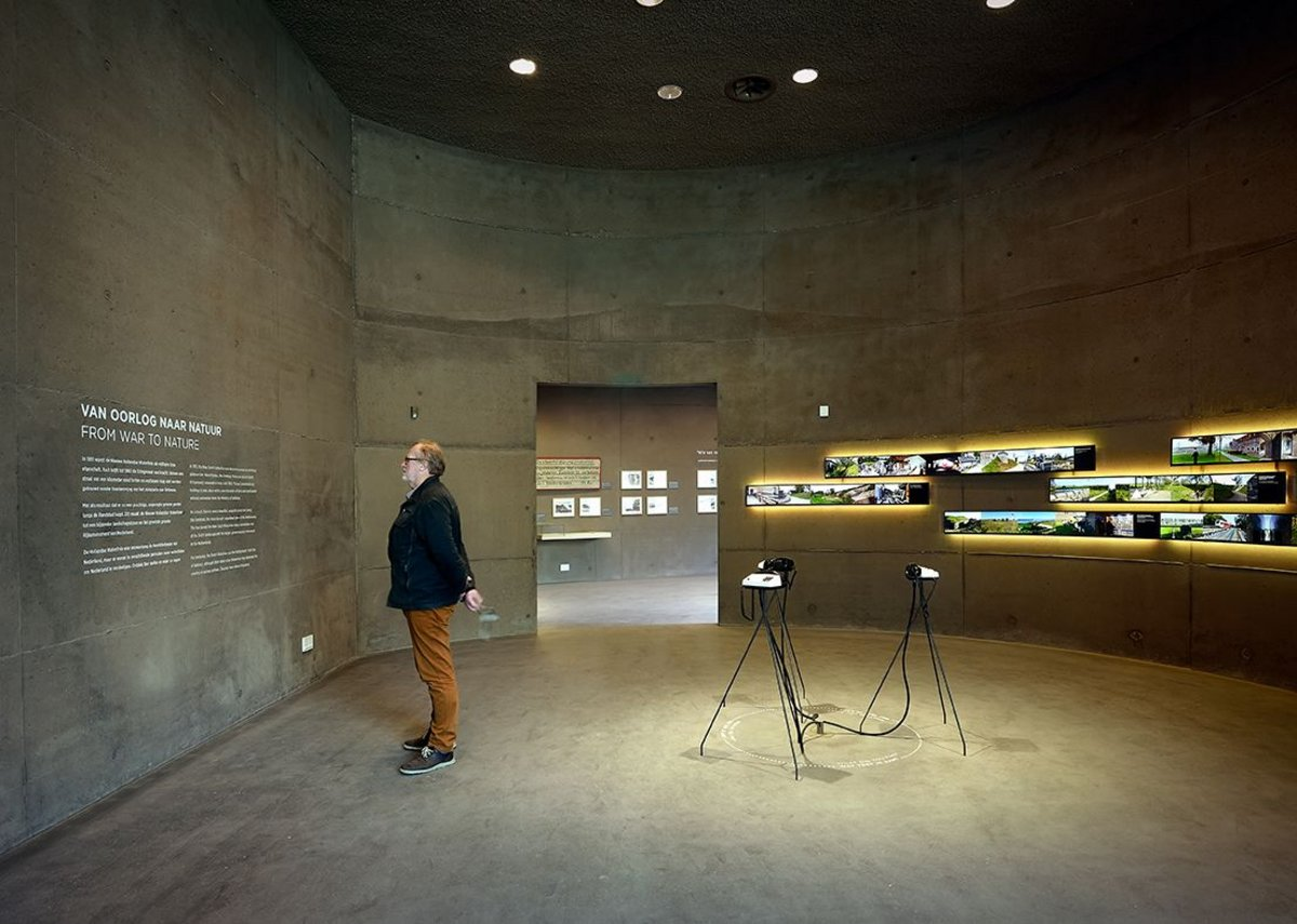 The final room illustrates the Waterline as it is today. Telephones in the centre ring as visitors pass by for visitors to pick up and listen to stories of the Waterline.