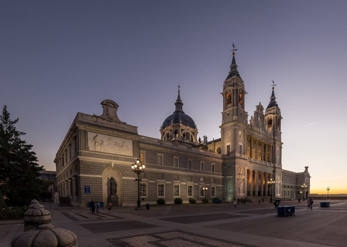 Natural slate brings distinction and elegance to the Almudena Cathedral in Madrid.