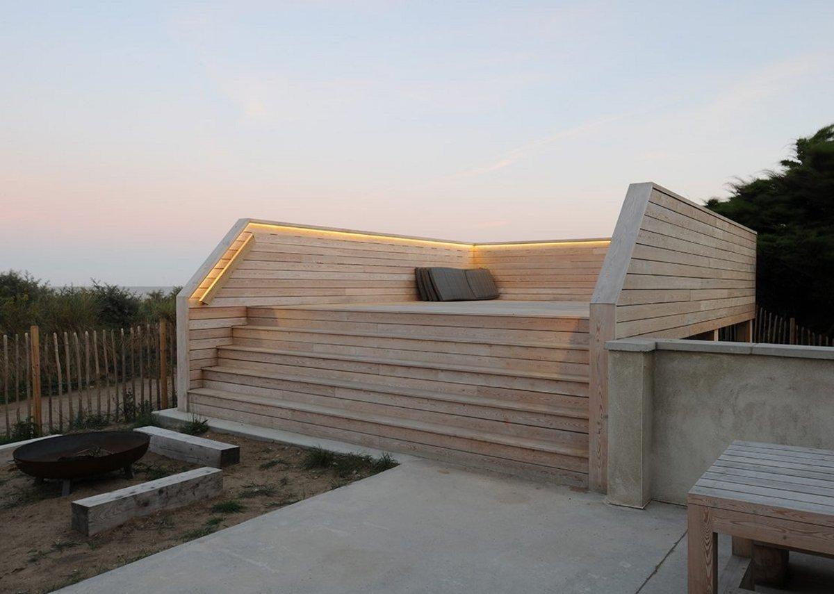 The windbreaker, sun terrace and viewing platform.