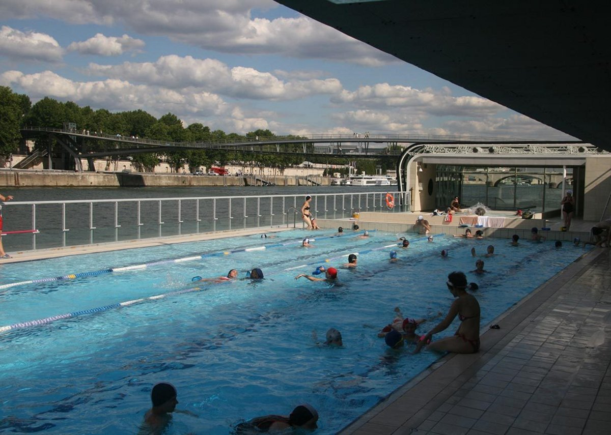 Piscine Josephine Baker, Paris, France.