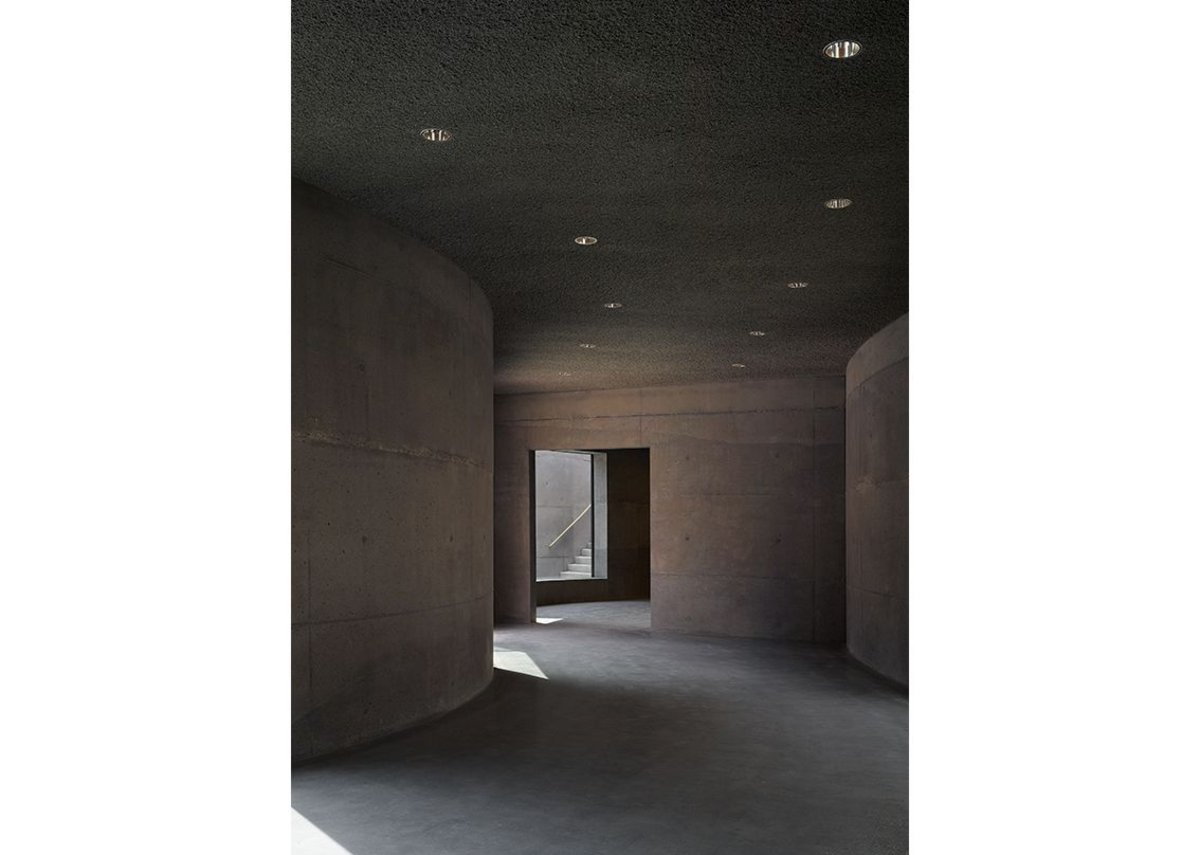 Walls and floors, inside and out are constructed from brown-tinted concrete. The concrete was heavily reinforced to avoid expansion joints.