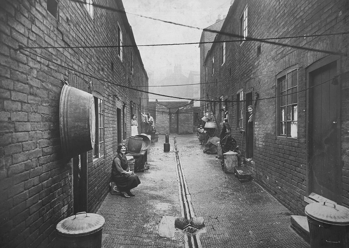 Slum conditions, London, 1930.