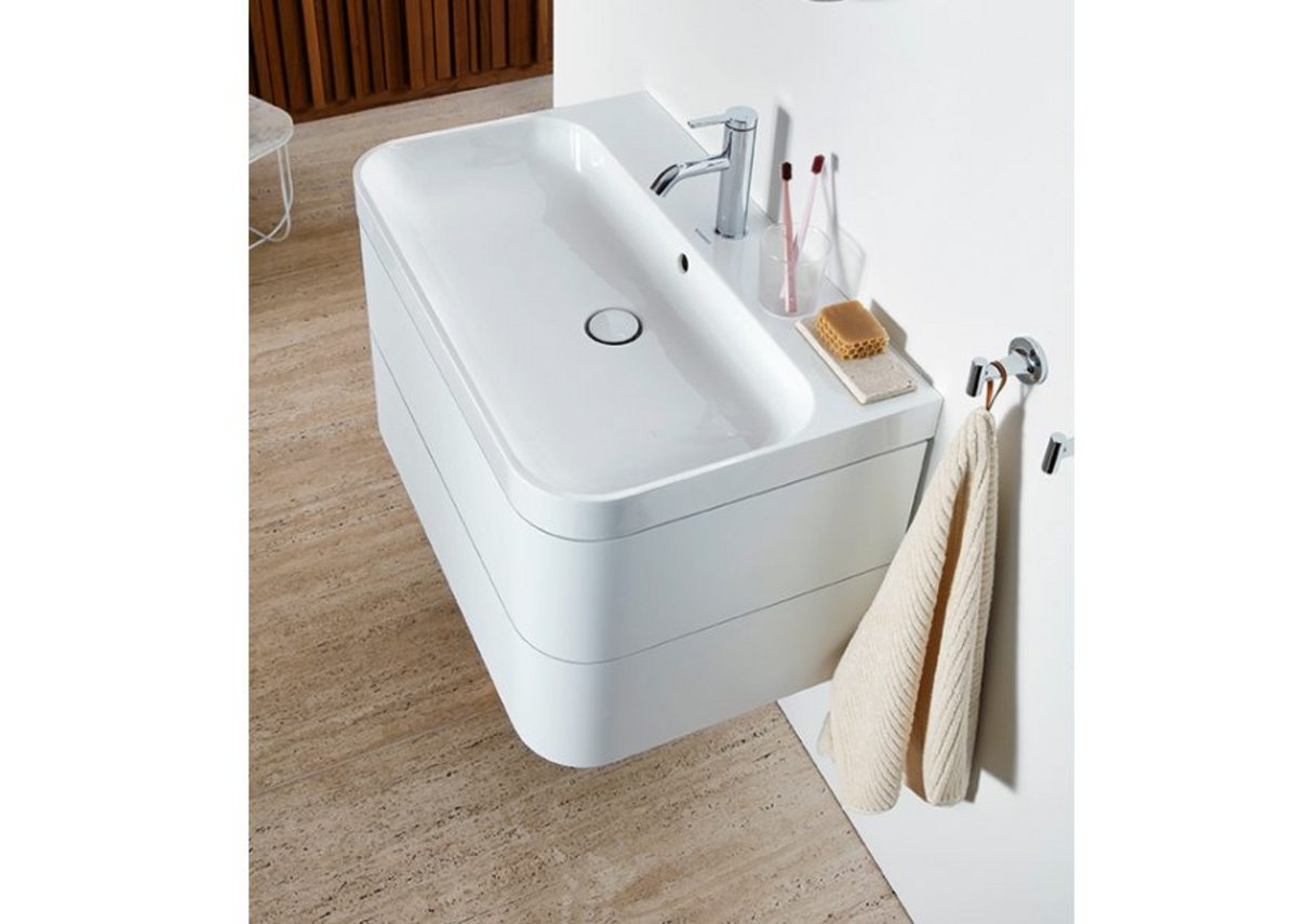 Happy D-2 Plus C-shaped washbasin with base in White Satin Matt, mirror in Radial finish, C.1 tap and Starck T accessories.