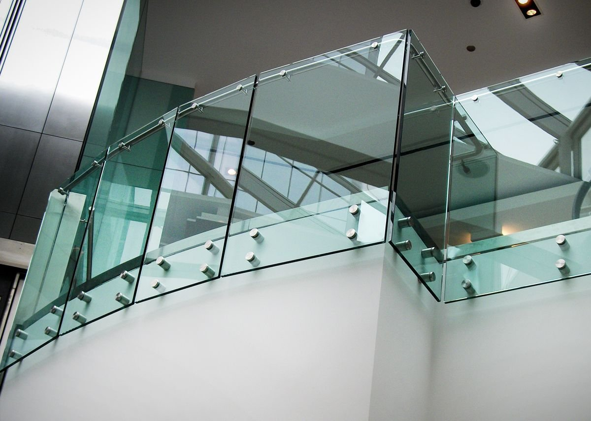 HDI Railing Systems' Optik guardrail with clear glass, shopping mall, Chicago, Illinois.