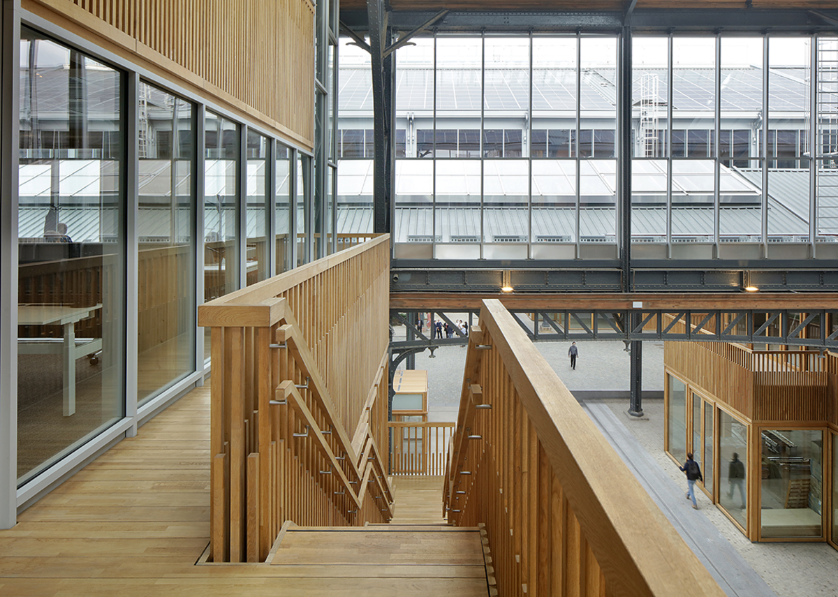 Laminated European oak was used on ground floor glazing and stairs and balustrades. A Jansen steel system was used for upper floor glazing.