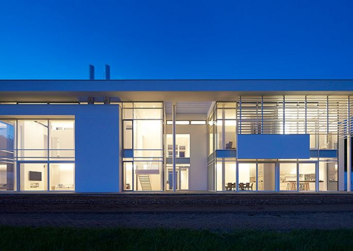 Private House by Richard Meier & Partners Architects with Berman Guedes Stretton.