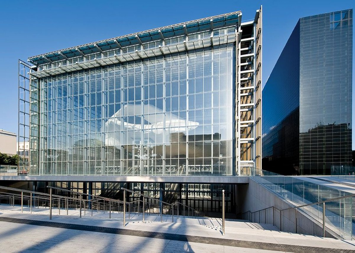 55,000m² of glass was used to cover the Congress building –equivalent in area to nearly eight football pitches.