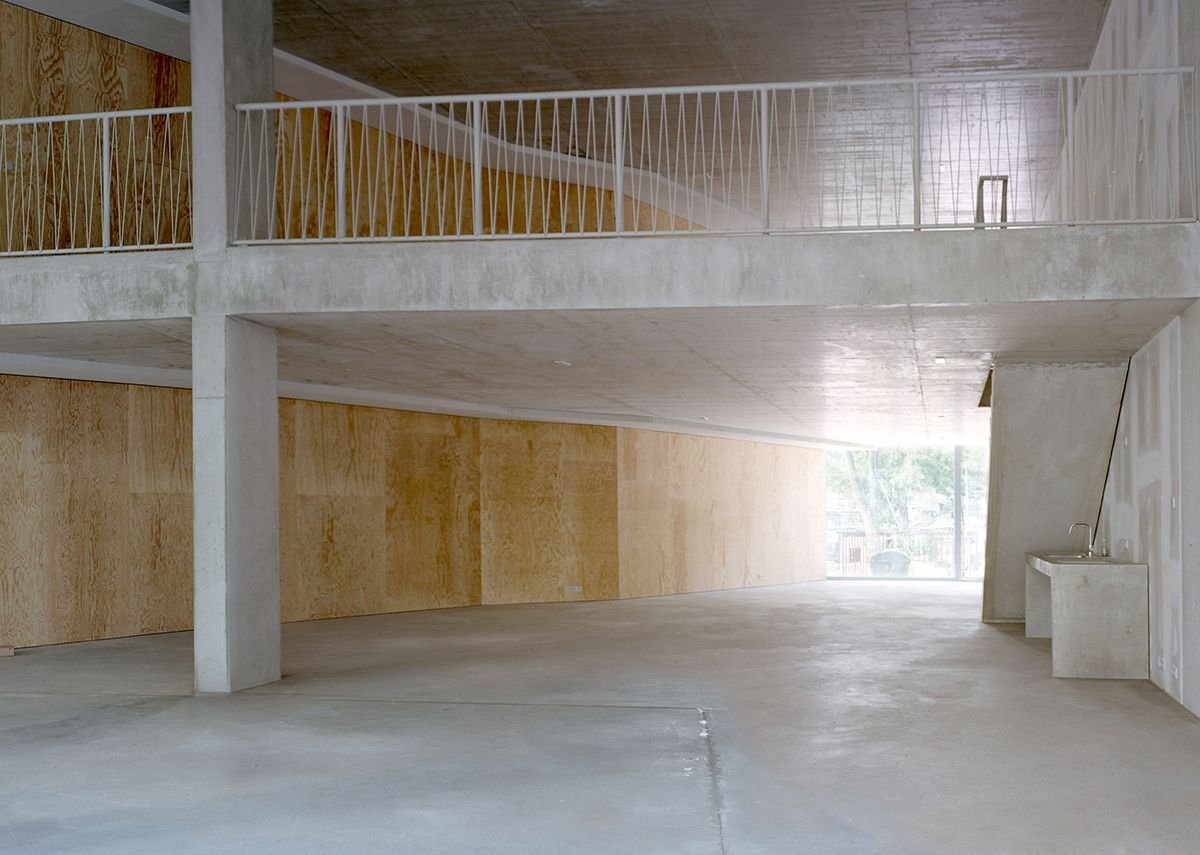 A ground level unit with mezzanine and kitchen below the access stair. Currently put to commercial use, the aim is to return it to its original intent – as a gallery space.