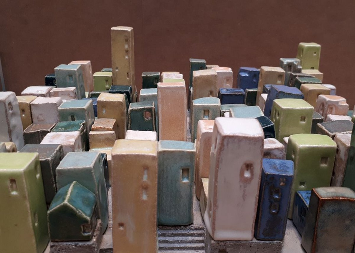 Barber ceramic model of ultradense settlement made from estuary clay.