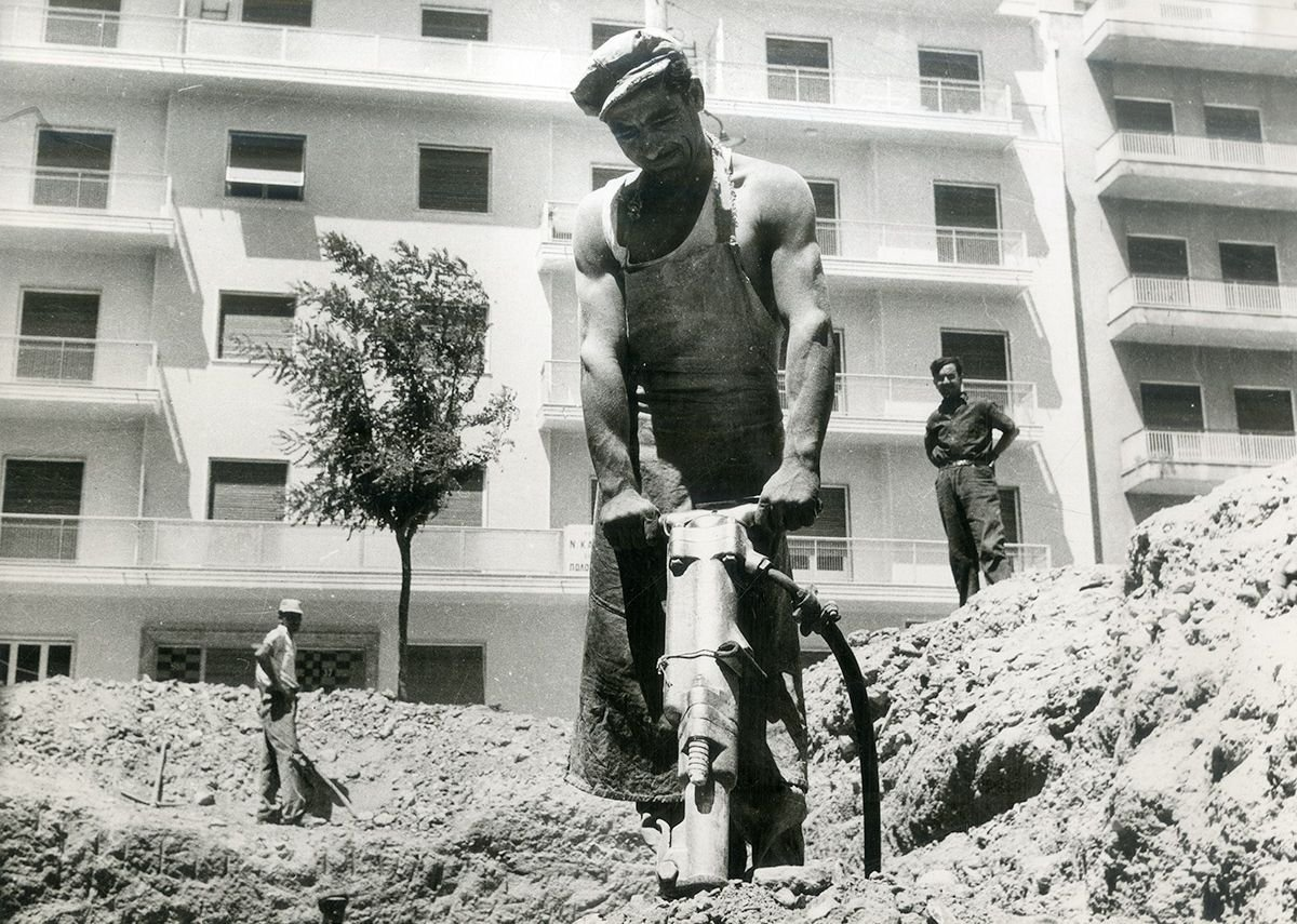 Polykatoikìa construction, Athens, early 1950s.