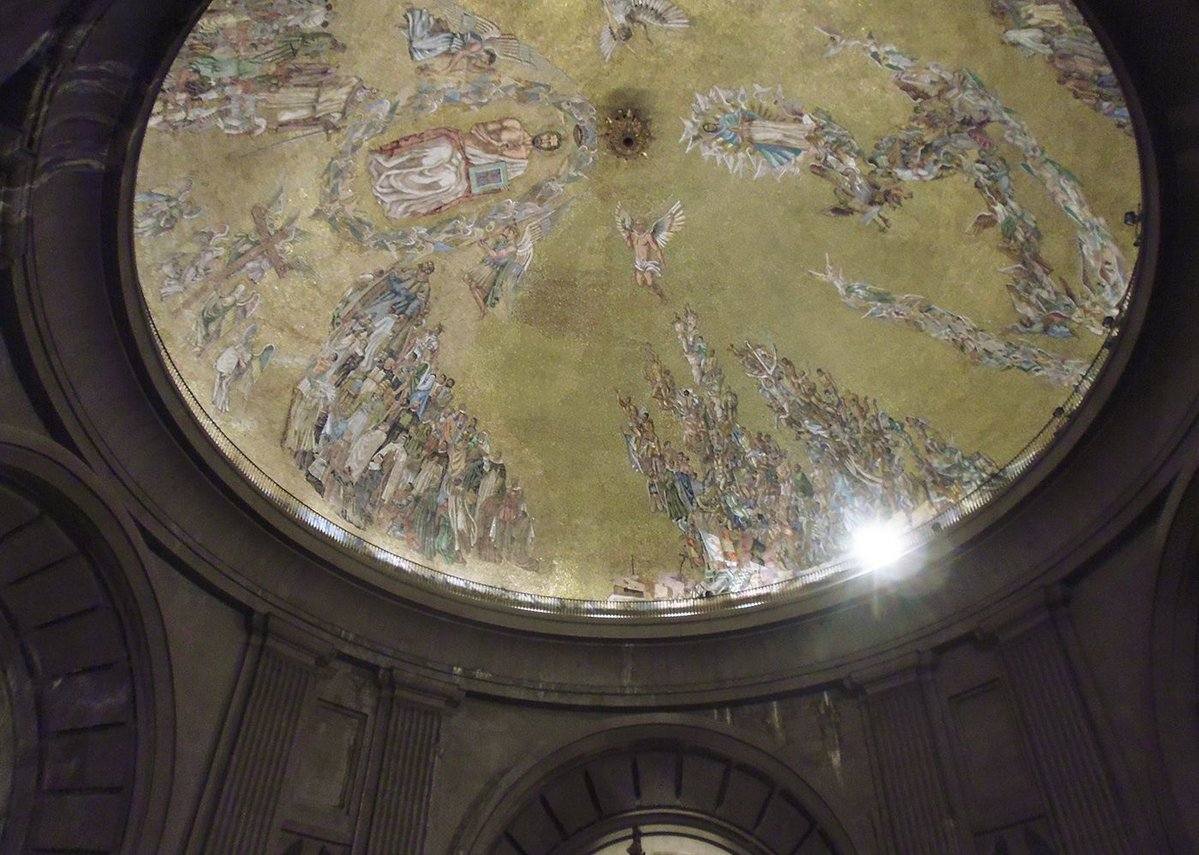 The cupola, designed by Santiago Padrós, depicting God, martyred saints and the Nationalist dead.