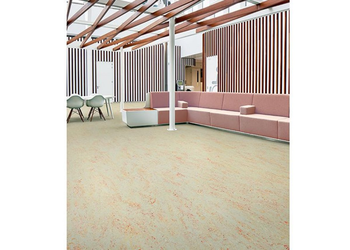 Forbo Marmoleum natural flooring in Splash Fruit Punch 3432.