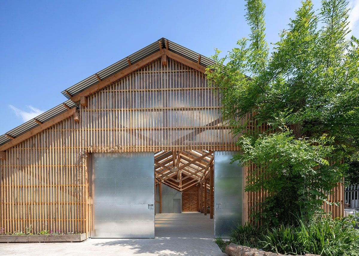 From inside the farm the barn adds a sense of enclosure. Standard galvanised doors open up the space.