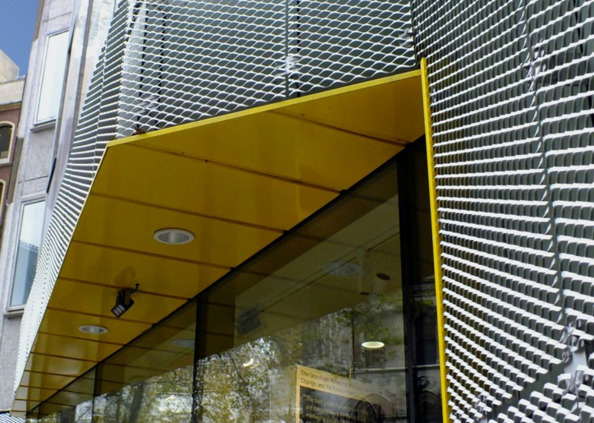 Meshtec Gate expanded aluminium cladding at the London School of Economics. Architecture PLB.