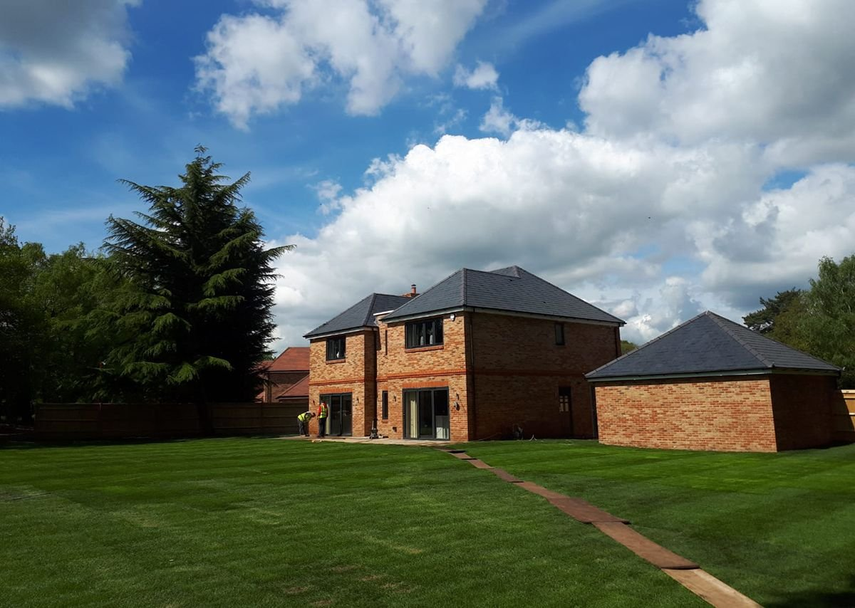 The Stacklands Retreat roofing project was led by GR Regan Roofing. Burton Roofing Merchants supplied the battens, felt, slates and hook fixings.