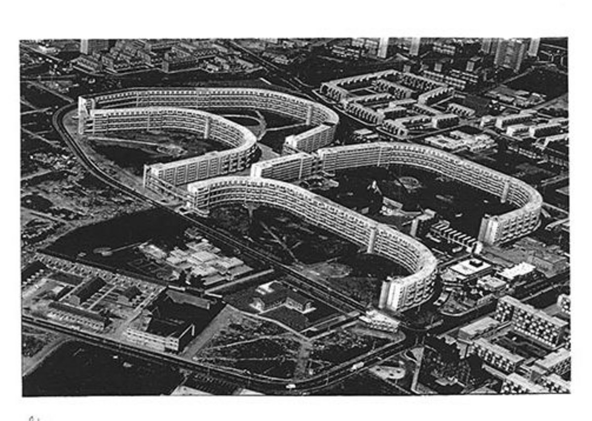 Utopia gone wrong – the 'Crescents' at Hulme in Manchester photographed in 1995 and long since demolished