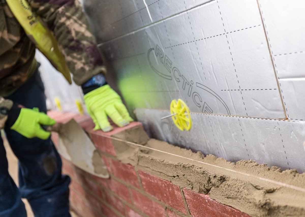 Eurowall+: Superior performance without impeding conventional bricklaying techniques.