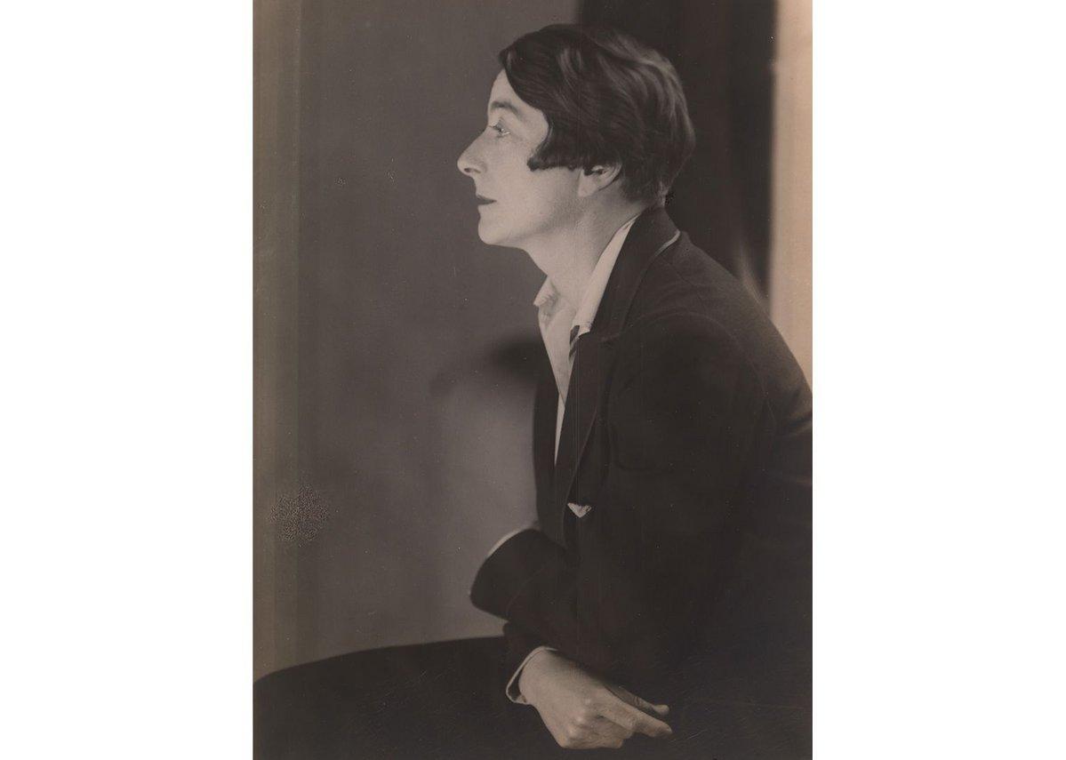 Berenice Abbott (1898–1991), Eileen Gray, 1926, Photograph 23 × 15.5 cm