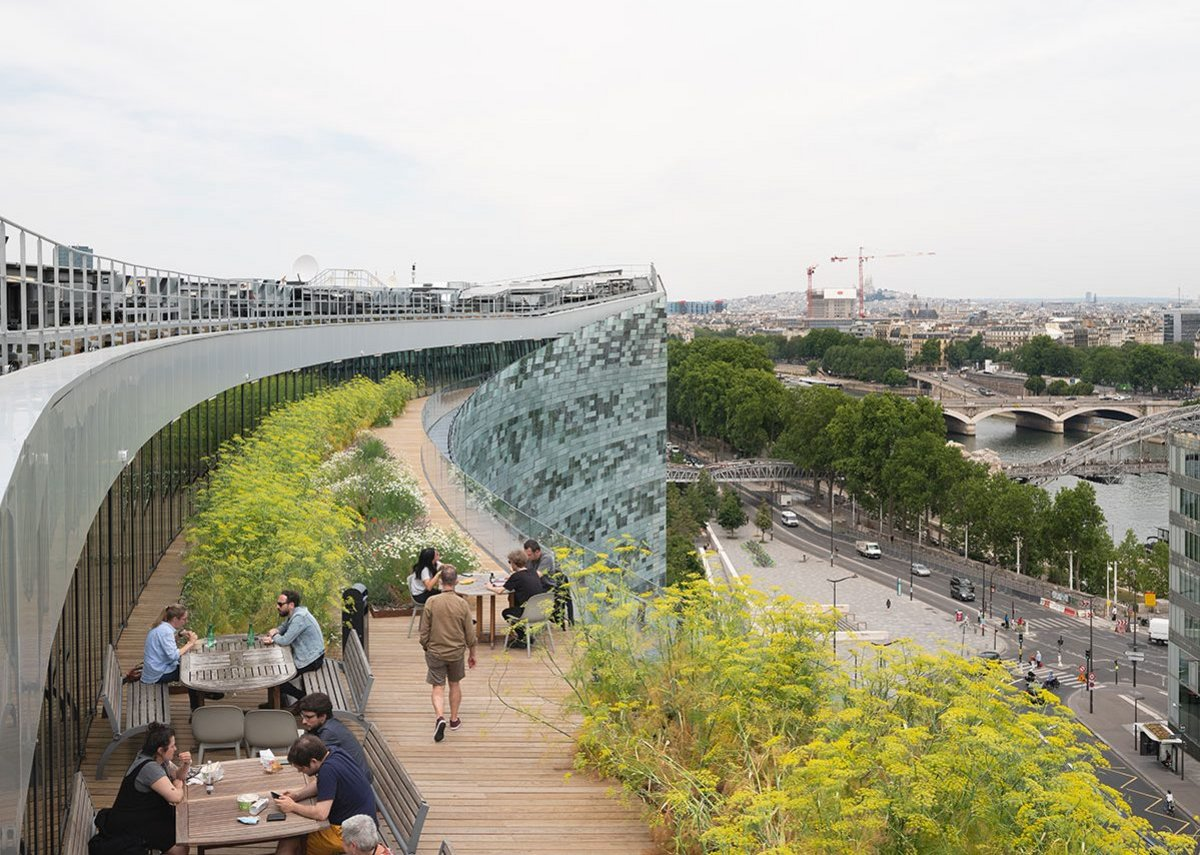 The upper terrace level with its sweeping views over the Seine and city.