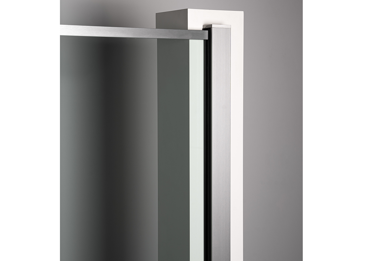 The fire-rated Juliet balcony system can be mounted either on the facade, on the reveals or directly to the frame.