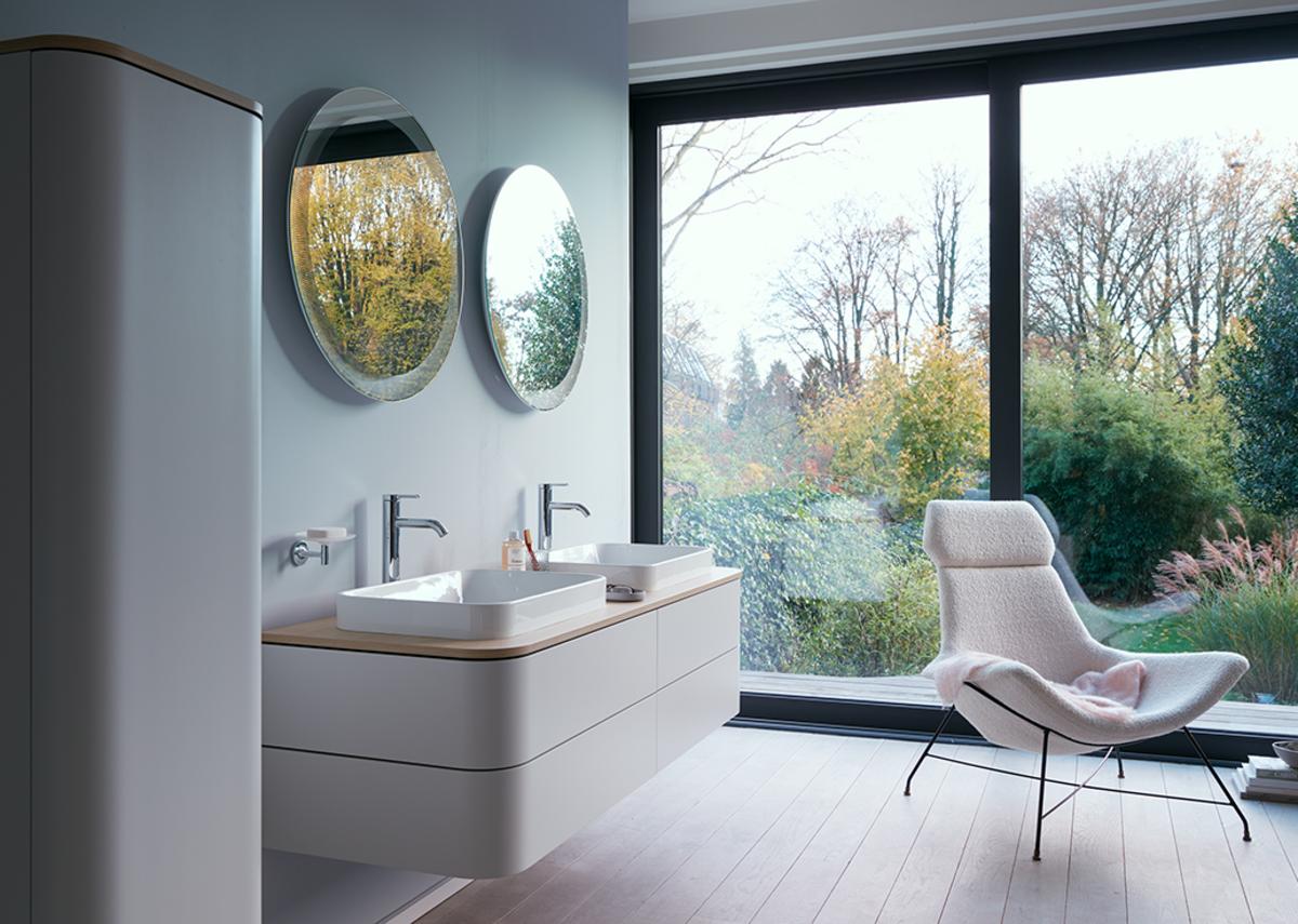 Happy D.2 Plus counter basin (600x400mm), console in Mediterranean Oak, console vanity unit in Nordic White Satin Matt, mirror in Radial finish and C.1 taps.