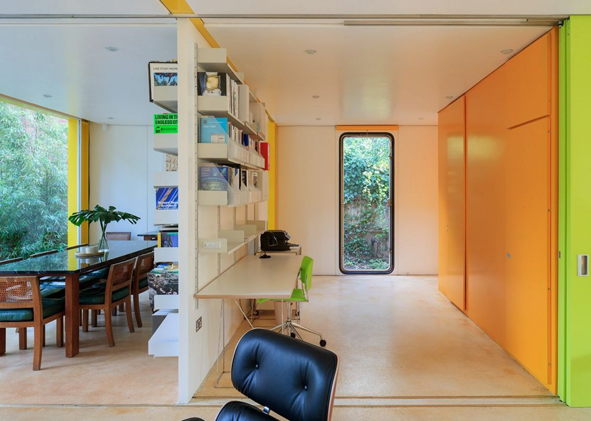 Richard Rogers's Wimbledon House. Partitions slide open to reveal the Library and administration space in the main house. Photograph by Iwan Baan.