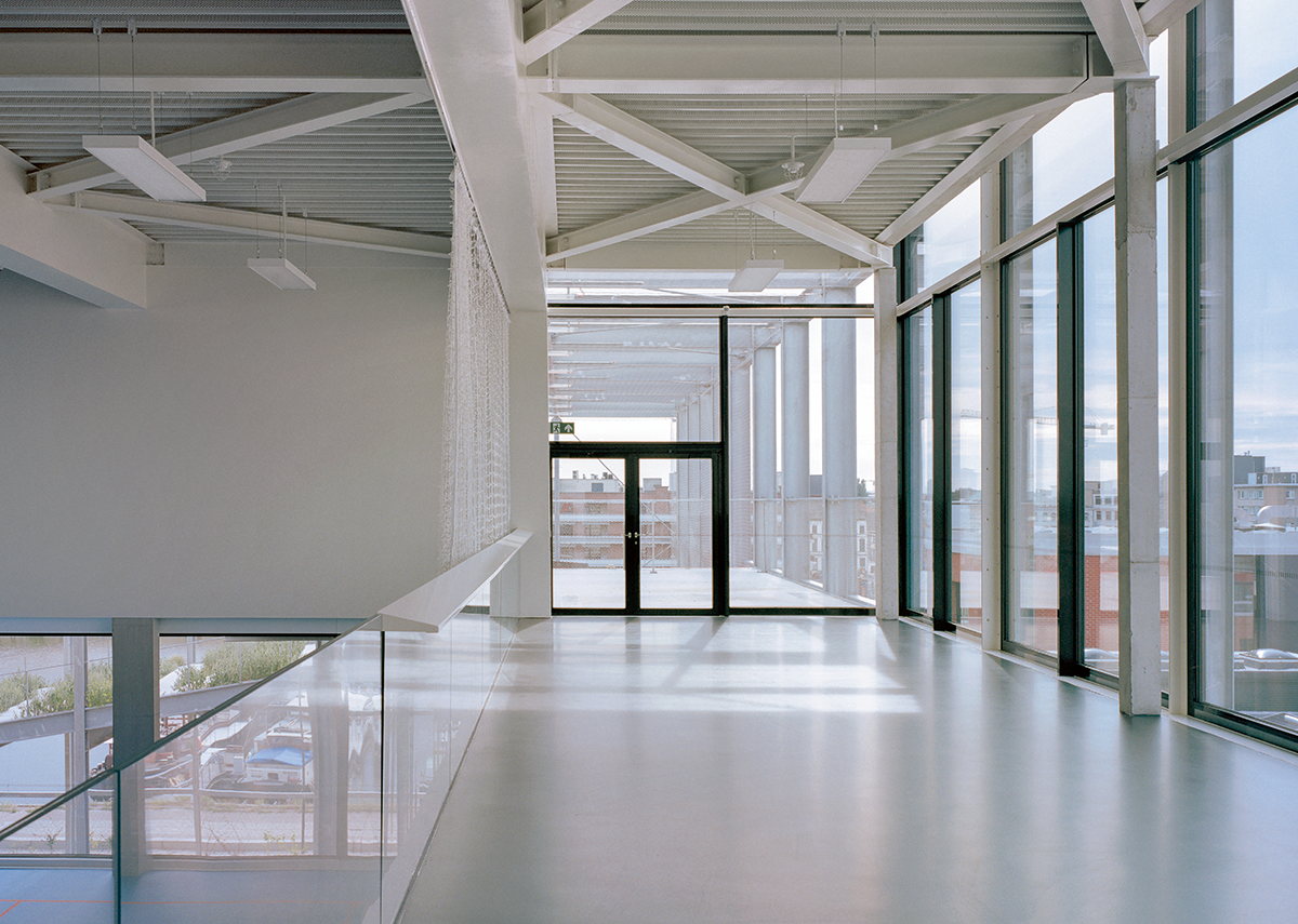 An internal grandstand over the sports hall leads directly to the playground spaces outside.