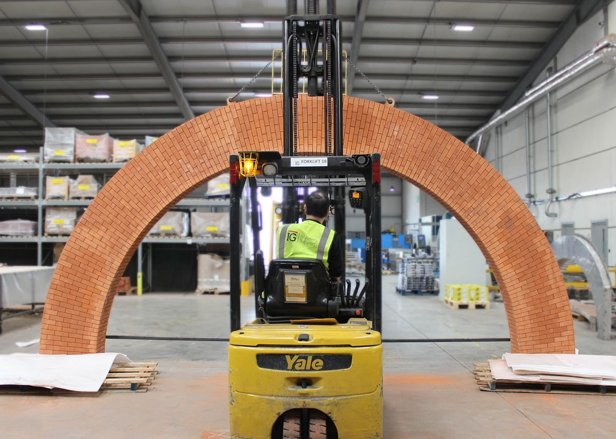 IG Brick Slip Feature Arch.