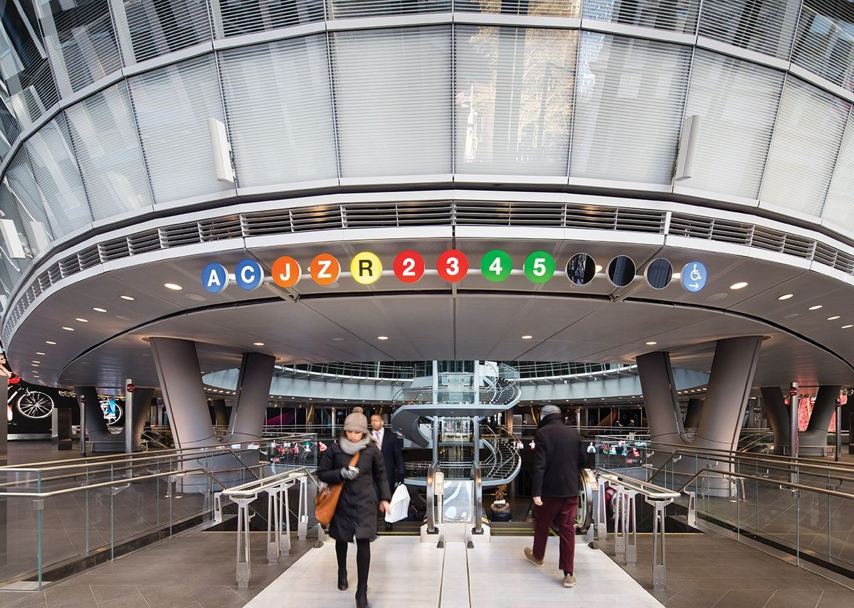 English in New York: the classic Massimo Vignelli signage greets travellers.