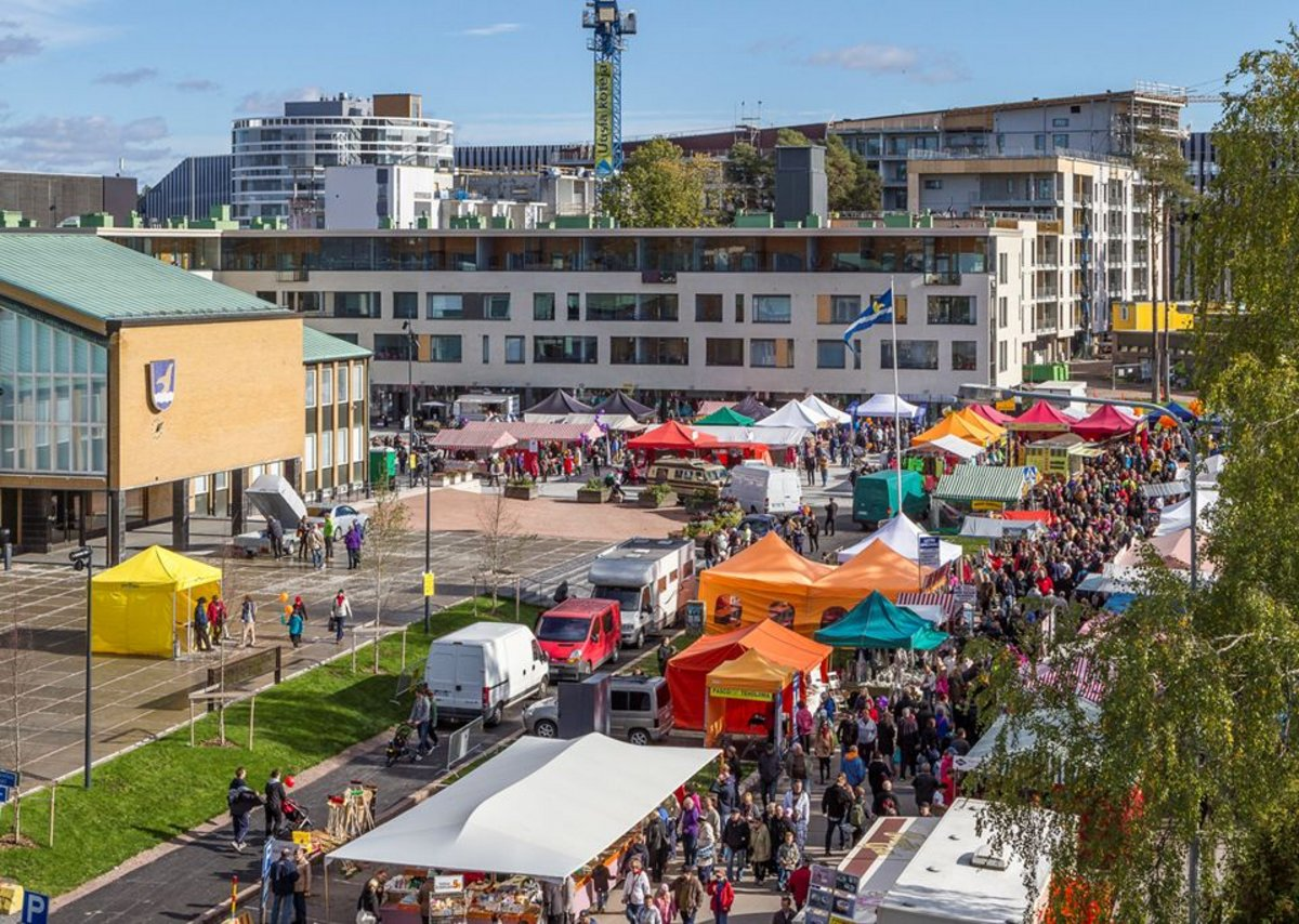The director of city planning for Vantaa, Finland, set out the case for space for participation in urban planning. This is the town market.