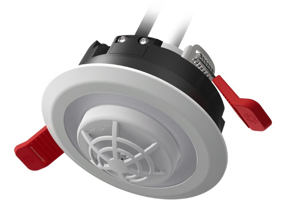 Lumi-Plugin downlight with mains-powered heat alarm: designed to link with the smoke alarm to offer complete coverage and rapid connectivity.