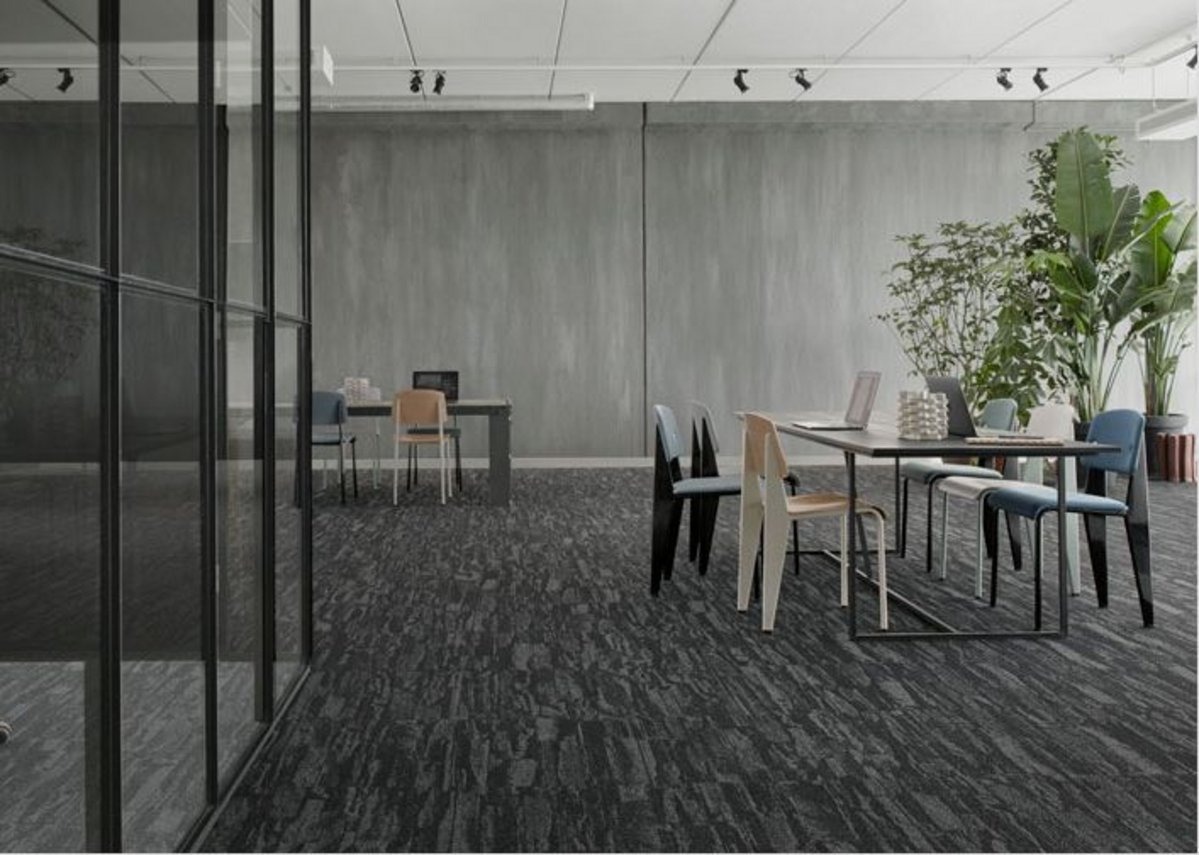 Shifting shades: A change in flooring colour helps distinguish meeting room from breakout space, while use of a single design maintains a cohesive look.