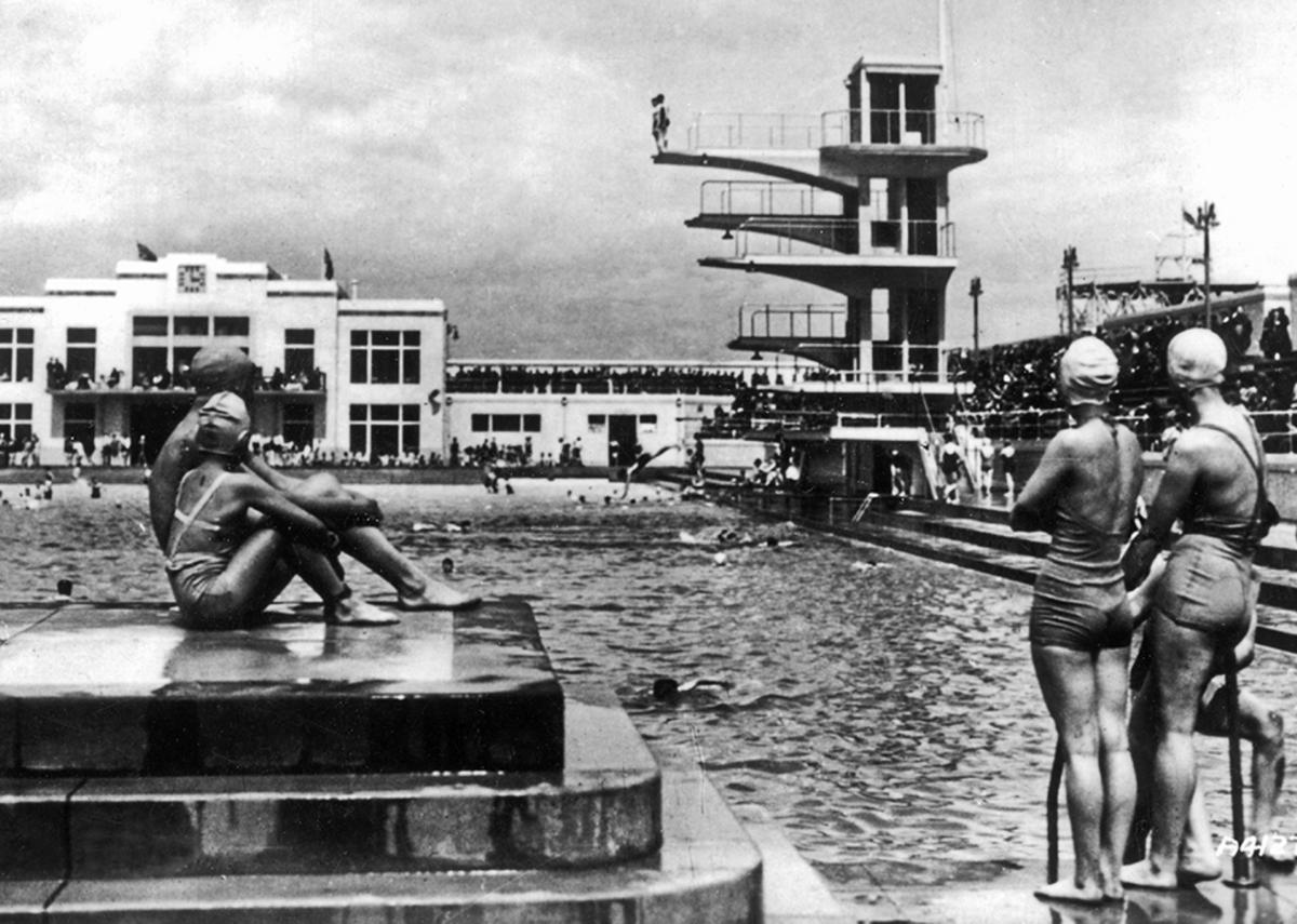 Portobello Lido, photographed by Valentine, 1936.