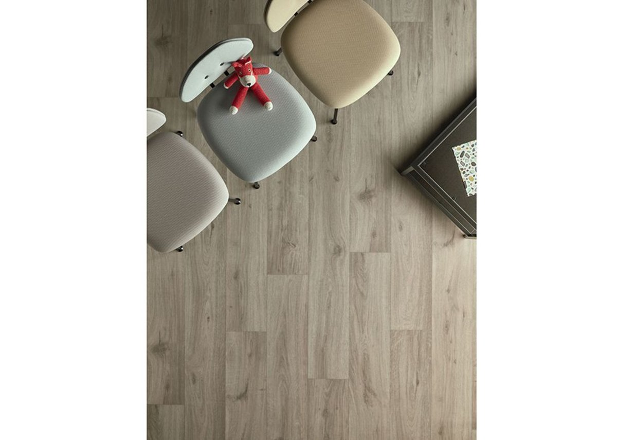 Eternal Wood vinyl flooring in Cream Oak 10842.