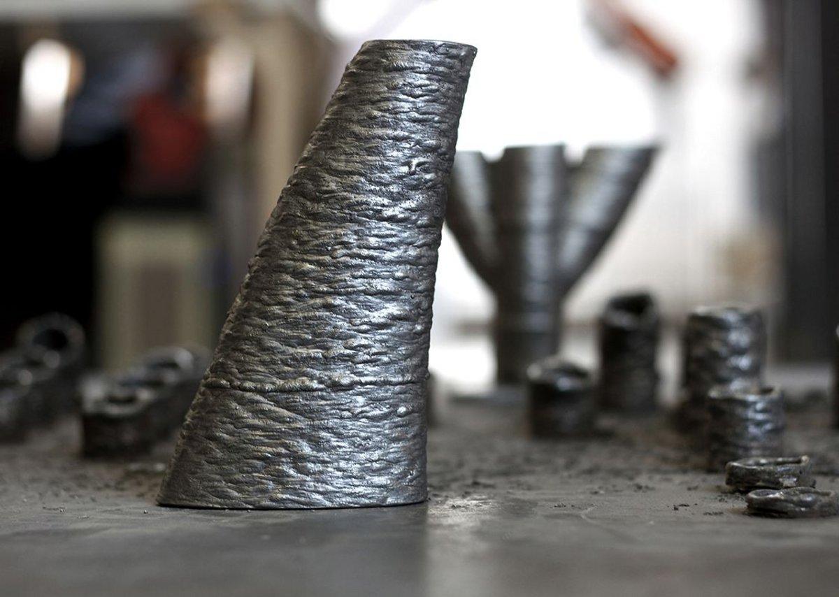 Metal/resin cylinder structures.
