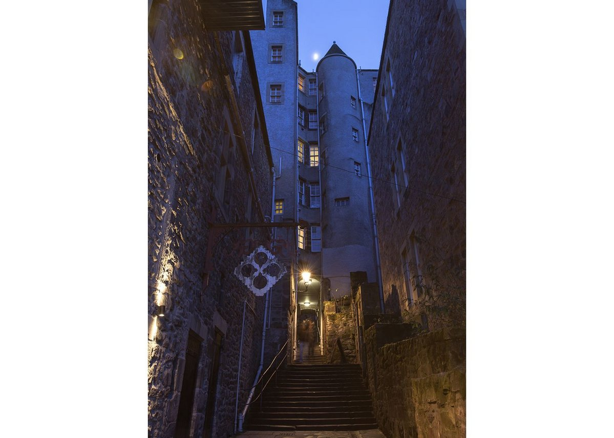 Looking north up Roxburgh Close to the Royal Mile.