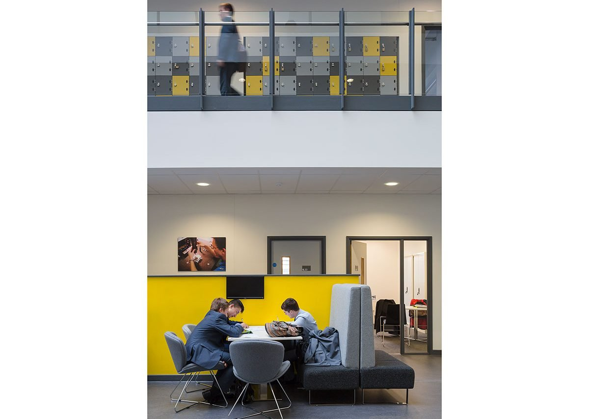 Leigh University Technical College, Dartford – incidental breakout space for collaborative, incidental learning.