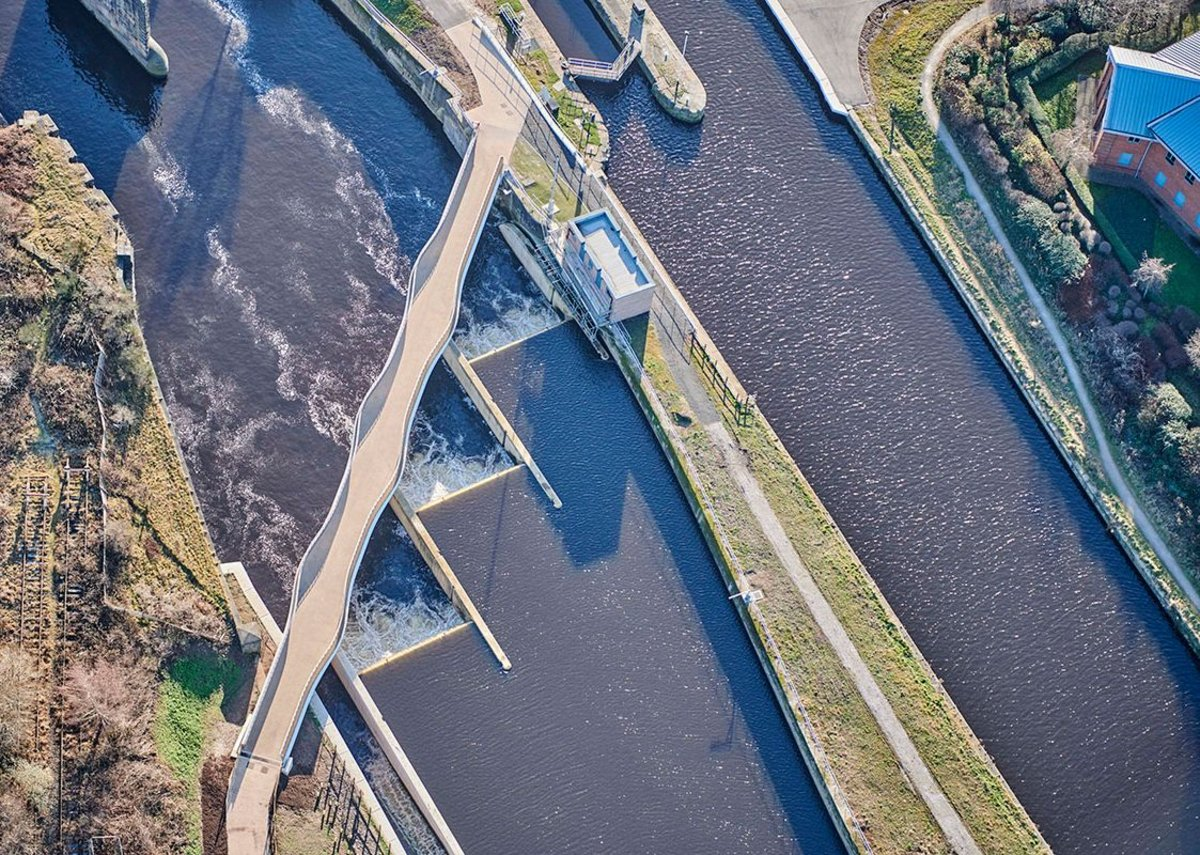 Aerial view shows the relationship of the bridge to the echelon of weirs and the lock island.
