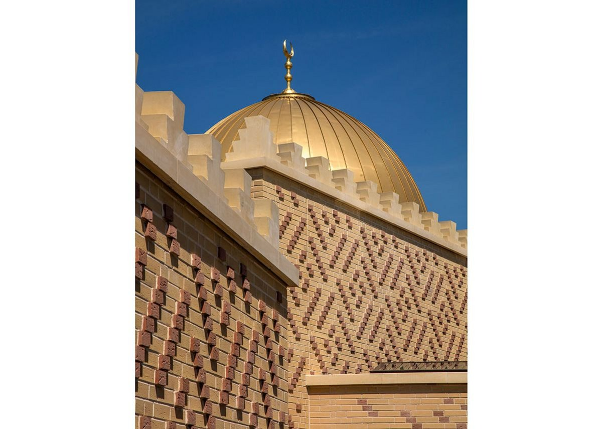 The castellated parapet evokes historic Islamic architecture and symbolises the meeting of heaven and earth. A dome is positioned on a central axis in the prayer hall, symbolising the vault of heaven.