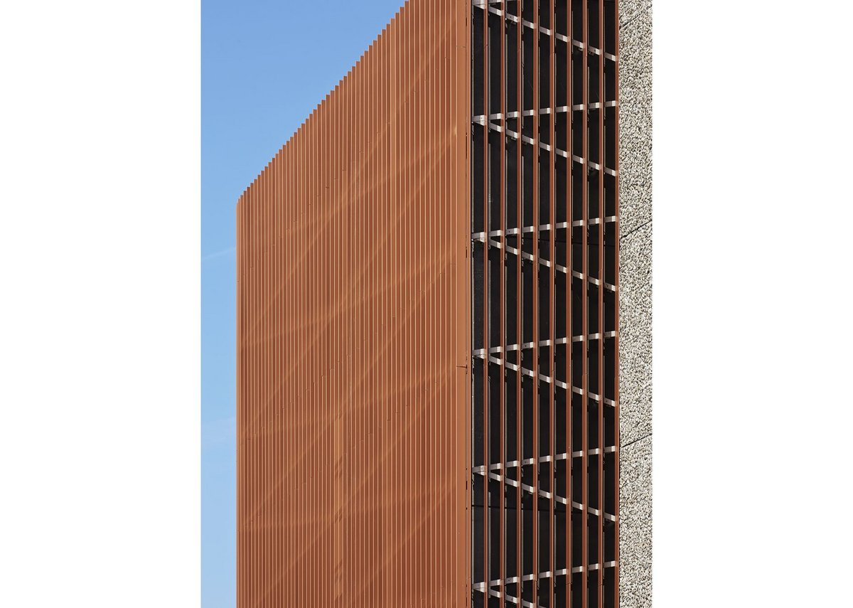 Copper-coloured fins speak to the brick on one side, the steel to the concrete on the other.