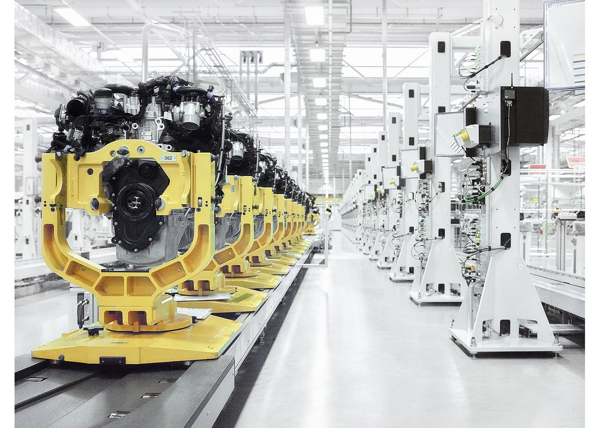 Interior view of the Jaguar Land Rover Engine Manufacturing Centre, Wolverhampton, designed by Arup Associates