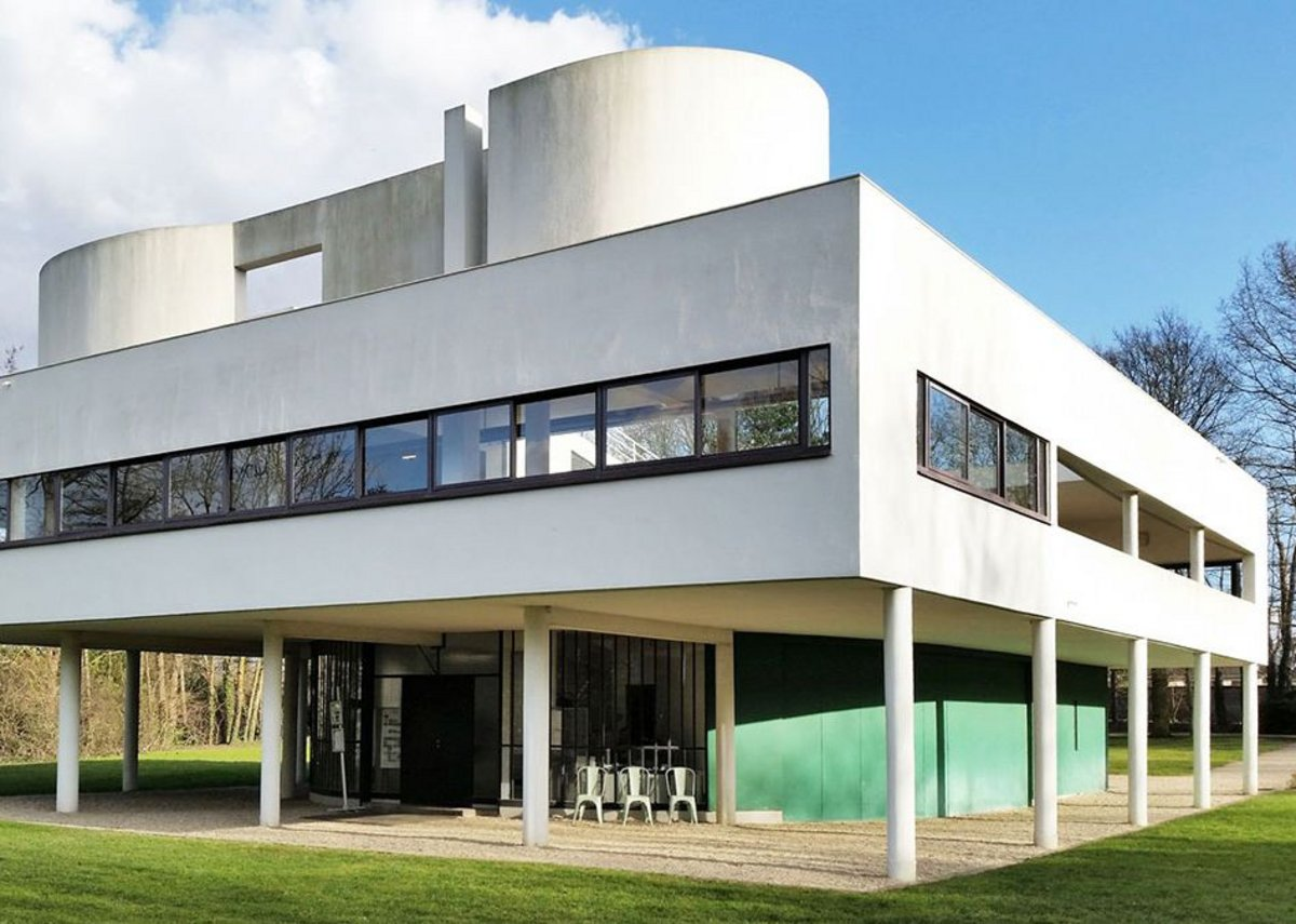 Down with this sort of thing – Curl hates the ribbon-window-and-pilotis look as at the Villa Savoye by Le Corbusier. Others might disagree.