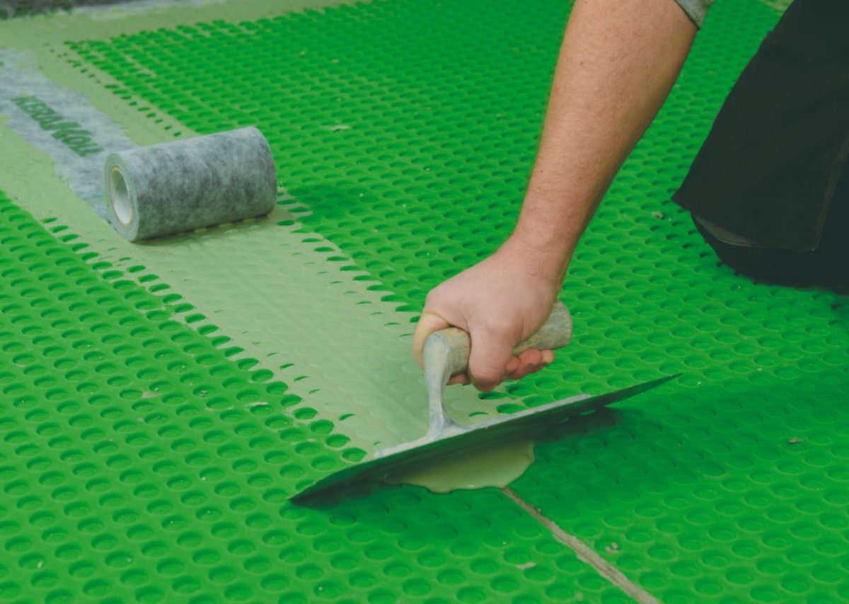 The Green-Pro structure allows immediate foot traffic, avoiding mandatory laying patterns.