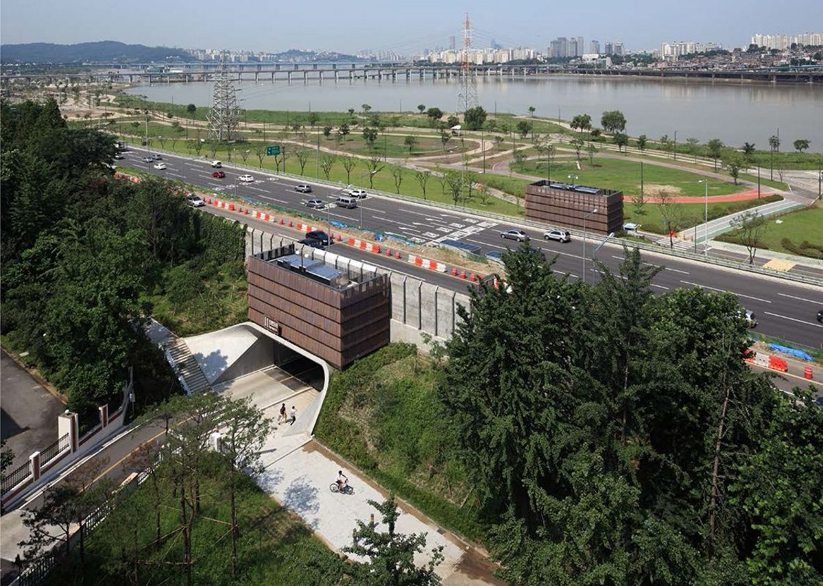 Shinbanpo Underpass – one of three revitalized routes through to the Han River and its riverside park