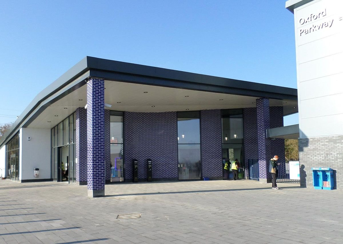 EWI system using glazed ceramic tiles – Oxford Parkway & Bicester Village stations
