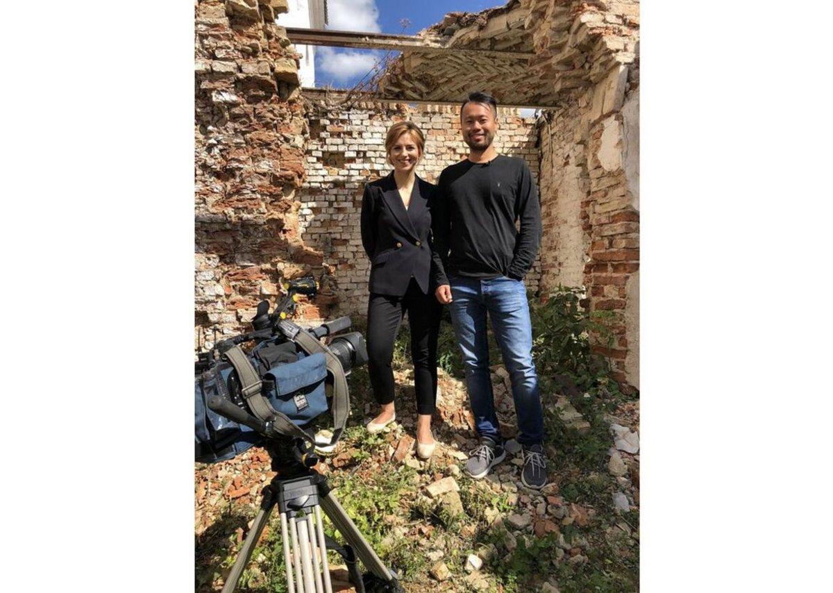 So and Belarusian TV presenter Inna Pilevich inside the synagogue. So's visit to Slonim was the subject of a Belarusian state television documentary entitled 'The Power of Faith'.