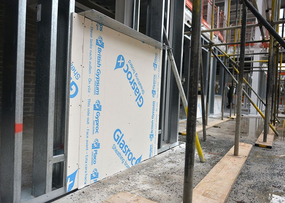 British Gypsum Glasroc X sheathing board provides water tightness so installations can continue whatever the weather.